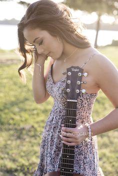 senior girl with guitar   senior portrait photographer in dallas