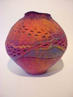 Afbeeldingsresultaat voor how to make wet felted bowls Nuno Felting, Needle Felting, Wooly Bully, Textile Fiber Art, Felting Tutorials, Felt Art, Fabric Art, Shibori, Felt Crafts