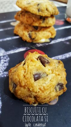 Biscuiti+fragezi+cu+fulgi+de+ciocolata Biscuit, French Toast, Deserts, Cooking Recipes, Sweets, Breakfast, Food, Cookie Favors, Morning Coffee