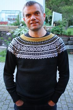 Ravelry: HildeS's Marius-genser Knitting Machine, Warm And Cozy, Bunt, Knits, Ravelry, Men Sweater, Colour, Sweaters, Crafts