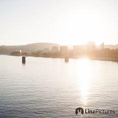 #Montag ... wir #warten ....  . . . . @stadtlinz @visitlinz @upperaustria @linzercity @linz_live . . . . . #linzampfeiler #pfeiler #eisenbahnbrücke #linz #igerslinz #tourism #stau #meinlinz #linzpictures #discoverlinz #visitlinz #lebensstadtlinz #lebendigeslinz #linzer #linza #österreich #danube #riverdanube #donau #nature #landscape #visitaustria #mood #autumn #winter #weihnachten #christmas