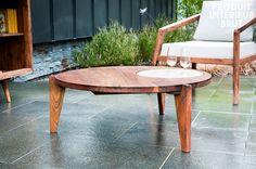 La table basse stockholm tripode est une table originale qui possède trois pieds mais qui vous assurera tout de même une très bonne stabilité doublé d'une bonne robustesse par sa conception entièrement en bois d'acacia massif huilé pour donner une touche élégante.