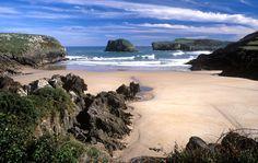 Playa de las Cámaras y de los Frailes #Llanes #playa #beach #Asturias #ParaísoNatural #NaturalParadise #Spain Costa, Surf, Paraiso Natural, Playa Beach, Places To See, Madrid, Beautiful Places, Water, Photography