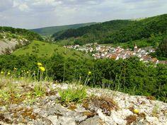 Blick vom Horstberg ins Gailachtal mit dem Ort Mörnsheim Vineyard, Outdoor, Tourism, Culture, Places, Outdoors, Vine Yard, Vineyard Vines, Outdoor Games