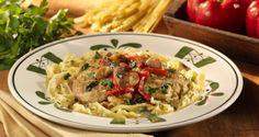 Receta para un exquisito pollo al ajo y fettuccine toscano