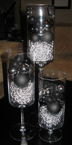 Black and Silver Table Decor Inspirational 17 Best Images About Black and Silver Christmas Centerpieces On Pintere… Black Christmas Decorations, Black Christmas Trees, Christmas Centerpieces, Christmas Holidays, Christmas Crafts, Gold Decorations, Christmas Bulbs, Deco Retro, Creation Deco
