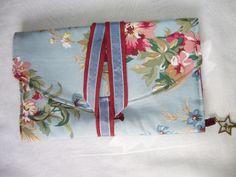 Protège livre de poche en tissu bleu ciel et prose de style romantique : Carnets, agendas par aujardindemarie