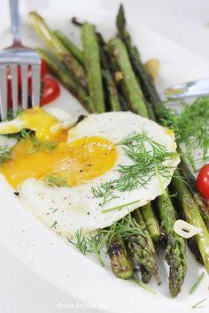 Asparagus, Vegetables, Ethnic Recipes, Graphics, Food, Studs, Graphic Design, Essen, Vegetable Recipes