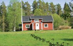 Långaryd  Vakantiehuis in de buurt van het meer van Fargen waar u goed kunt zwemmen en vissen. U beschikt over een groot gazon en maar 1 huis naast u.Winkelen kan in Ullared. Door de bomen ziet u het meer.  EUR 269.00  Meer informatie  #vakantie http://vakantienaar.eu - http://facebook.com/vakantienaar.eu - https://start.me/p/VRobeo/vakantie-pagina