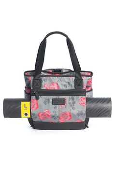 This Lolë tote bag is the brand's cross-category bestseller. Not only can it convert into a backpack, it also has a yoga mat pocket, several multifunctional pockets and secure zippers. It's the essential bag for your active lifestyle! <b