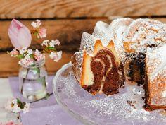 Einfaches Rezept Saftiger Marmorkuchen Joghurtkuchen Panna Cotta, Cake Recipes, Deserts, Ethnic Recipes, Food, Petra, Pie, Quick Cake, Small Cake