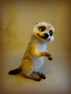 Добрый день, друзья! Хочу показать вам ещё одного питомца — суриката. Зверь шустрый и любознательный, знакомится с улиткой Маргариткой) Купить