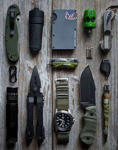 Everyday Carry and Tactical Gear Edc Tactical, Tactical Survival, Survival Tools, Wilderness Survival, Cool Tactical Gear, Edc Tools, Mochila Edc, Urban Survival Kit, Everyday Carry Bag