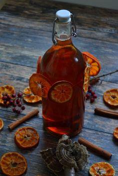 KORZENNY LIKIER POMARAŃCZOWY Poland Food, Non Alcoholic Wine, Wine Glass Holder, Wine Deals, Wine Fridge, Polish Recipes, Irish Cream, Dessert Drinks, Hot Sauce Bottles