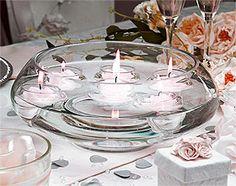 Coupelle en verre ronde pour bougies flottantes.  Magnifique, cette coupelle en verre arrondie et légèrement rehaussée vous permettra de mettre des bougies flottantes ou tout autre décoration, fleurs, sable... Elle sera du plus bel effet sur vos tables et buffets et parfaites pour vos centres de tables.