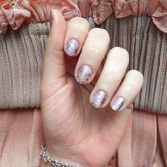 Close up 🔎 of my #nailart inspired by @lilyjcollins @zuhairmuradofficial dress at the #goldenglobes.  Base is @essiepolish #gelcouture #touchup, design, freehanded with #essiepolish #pennytalk. Base on the accent nail is #essietlc #sheerstoyou (which I've been wearing for a month and my nails improved a lot!! 😍#treatlovecolor ) #notd #essielove  #happyfriday #nailsoftheday #nailsofinstagram #nailstagram #instanails #nailspiration #fashion #beauty #metallicnails #rosegold #nails #manicure…