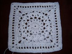 Free crochet pattern! :) http://www.ravelry.com/patterns/library/flower-burst-square