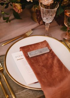 To take an event from good to great, consider everything your guest touches, tastes, smells, hears and sees. They say the Devil's in the details. We think that makes perfect sense. #velvetnapkins #fivesenses #details #teamworkmakesthedreamwork #Oaklandweddingplanners #Oaklandeventplanners #teamginger Linens/Napkins: @latavolalinen Menu: @minted Rentals: @encoreeventsrentals @archiverentals Venue & Catering: @solageresort Photographer: @shannennatasha