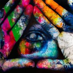 the all seeing eye in the pyramid. Deja vu.