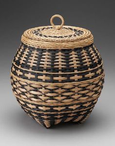 lidded basket - this vender will be at the Md Sheep & Wool festival in May Bamboo Basket, Rattan Basket, Paper Weaving, Weaving Art, Basket Weaving Patterns, Making Baskets, Traditional Baskets, Bamboo Weaving, Pine Needle Baskets