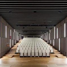 VAUMM arquitectura y urbanismo, Fernando Guerra / FG+SG · Basque Culinary Center Auditorium Architecture, Theatre Architecture, Auditorium Design, School Architecture, Interior Architecture, Acoustic Architecture, Design Hall Entrada, Hall Design, Multi Storey Building