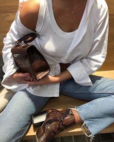 La chemise blanche en popeline de coton acne studios canada scarf anine bing leather jacket uniqlo basic button up shirt levis distressed mini skirt acne studios jensen boots Fashion Jeans, Fashion Moda, Look Fashion, Fashion Outfits, Womens Fashion, Fashion Trends, Fashion Tips, High Fashion, Yeezy Fashion
