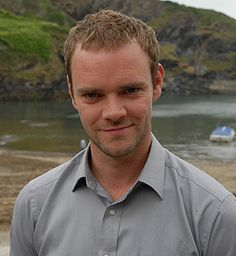 Al Large played by Joe Absolom Funny Tv Series, Doc Martin Tv Show, Bbc Tv Shows, Martin Clunes, Dr Martins, Popular Shows, Best Dramas, British Comedy, Old Movies