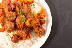 Cyril Lignac partage sa recette du rougail saucisses et nous fait voyager dans les îles Cooking Chef, Batch Cooking, Cooking Time, Tandoori Chicken, Crockpot, Slow Cooker, Menu, Dinner, Ethnic Recipes