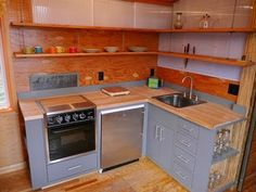 Love the sliding door from kitchen wal to bathrom door at min 2:35 This Modern 227 Square Foot Charles Eames-style tiny house has it all!