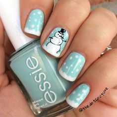 Christmas nails - advanced stamping with MoYou plate. Snowman mani.
