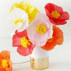 Make these beautiful and simple Paper Poppies...template included!