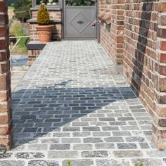 Blue grey limestone driveway cobbles - These stone pavers are fairly consistent in tone with a time-worn textured surface and a cool blue tone. Cobblestone Driveway, Driveway Paving, Garden Paving, Driveway Landscaping, Landscaping Ideas, Cobbled Driveway, Rock Driveway, Country Landscaping, Front Garden Ideas Driveway