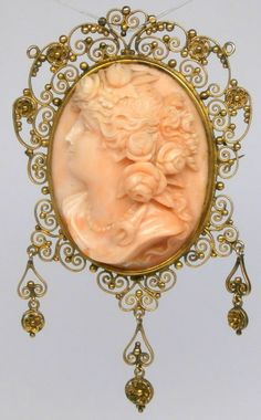 Art Nouveau Cameo in 9k Yellow Gold.