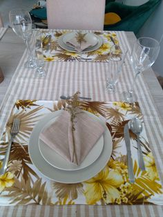 Table Decorations, Furniture, Home Decor, Crocheting, Decoration Home, Room Decor, Home Furnishings, Arredamento, Dinner Table Decorations