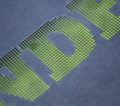 Lasergestanztes Cover - durch den Einsatz farbiger Vorsatzpapiere können interessante Effekte erzielt werden.