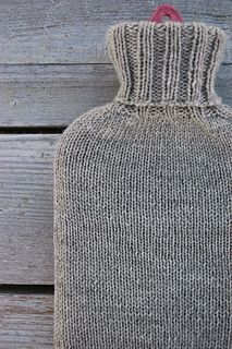 Ravelry: Simple Hot Water Bottle Cover pattern by Elly Fales Easy Knitting Patterns, Knitting Projects, Sewing Patterns, Crochet Patterns, Knitting Ideas, Easy Crochet, Free Crochet, Water Bottle Covers, Knitted Gloves