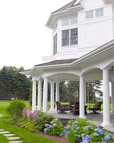 i love this porch. don't like but my dream home will have a dreamy porch like this. Outdoor Rooms, Outdoor Living, Villa, Celebrity Houses, Luxury Interior Design, My Dream Home, Dream Homes, Exterior Design, Future House