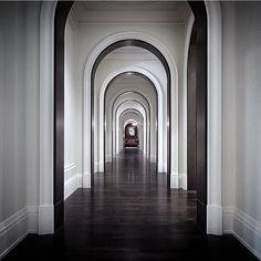 Site lines forever. Classic Interior, Luxury Interior, Interior And Exterior, H Design, Door Design, Hotel Corridor, Lobby Interior, Lobby Design, Entry Hallway