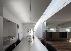 Image 10 of 14 from gallery of Frame / UID Architects. Photograph by Hiroshi Ueda Japan Architecture, Contemporary Architecture, Interior Architecture, Interior Design, Facade Design, House Design, Storey Homes, Roof Light, Minimalist Home