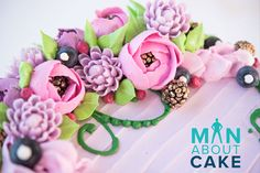 Use Russian piping tips & standard tips combined to make this gorgeous buttercream arrangement.