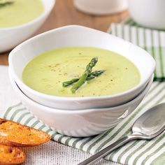 Stir in the asparagus, cream and cheddar. Continue cooking for 5 minutes, until the vegetables are tender and the cheese is melted … Sausage Appetizers, Vegetarian Appetizers, Yummy Appetizers, Appetizer Recipes, Soup Recipes, Vegetarian Recipes, Healthy Recipes, Creamed Asparagus, Soup And Salad