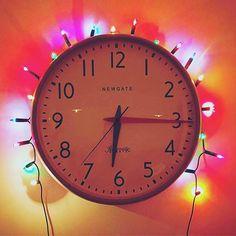 @mrtomrobinson is getting in the festive spirit!: Merry Christmas @newgateclocks  Merry Christmas @mrtomrobinson!  #NewgateClock #watford #fairylights #home #christmas #clock #time #newgate #festive