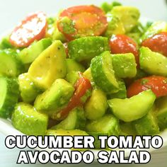Just a few common ingredients create this colorful and healthy goodness. This vegetable salad is incredibly easy to make and it is the perfect side to almost any dish. Sharpen your knives and lets start chopping! Avocado Tomato Salad, Avocado Salad Recipes, Avocado Salat, Guacamole Recipe, Easy Cucumber Salad, Avocado Dishes, Keto Vegan, Vegan Keto Recipes, Cooking Recipes