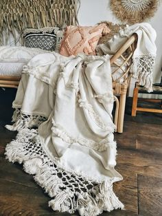 A beautiful textured throw with ruffles and tassels Blue Interiors, Off White Color, Cushion Covers, Dried Flowers, Vintage Rugs, Interior Inspiration, Home Accessories, Online Business, Ruffles