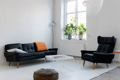 black leather sofa  a.k.a. a home which is a reason number 98732 why I should move to Sweden...