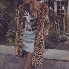 Leopard fur coat over jean denim skirt and graphic t Stylish Outfits, Cool Outfits, Fashion Outfits, Fashion Trends, Leopard Fur Coat, Millenial Fashion, Grunge Fashion, Autumn Winter Fashion, Shorts