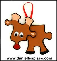 Christmas Crafts for Kids - cute, toddlers can paint the pieces with sponges, there is a huge bin of miscellaneous puzzle pieces for this craft :)