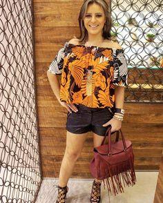 Quer deixar o look mais feminino e sensual na medida?  Uma blusa ombro a ombro ou modelo ciganinha (da foto) mostra o que a maioria das mulheres tem de mais lindo - ombros e colo - sem o look ficar vulgar.  Que tal experimentar? ⭐️ www.oSegredoDoEstilo.com ⭐️ #look #lookdodia #outfit #girl #sexysemservulgar #love #loveit #style #estilo #moda #fashion #day #picoftheday #photooftheday