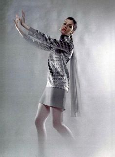 Christian Dior A/H Photo Patrick Bertrand. 1969 Fashion, Dolly Fashion, 60s And 70s Fashion, Modern Vintage Fashion, Mod Fashion, Young Fashion, Fashion Brands, Fashion Beauty, French Fashion Designers