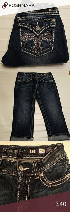 """Miss Me Capris Miss Me capris in great used condition! The waist is 29"""" and the inseam is 21"""" Miss Me Pants Capris"""